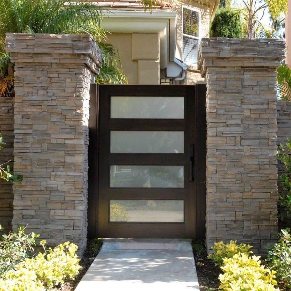 Kích thước cổng nhà một cánh với chiều cao 212 cm và chiều rộng 81 cm.