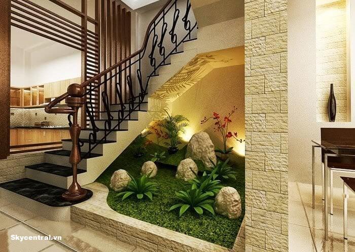 Trang trí tiểu cảnh dưới chân cầu thang giúp tiết kiệm diện tích