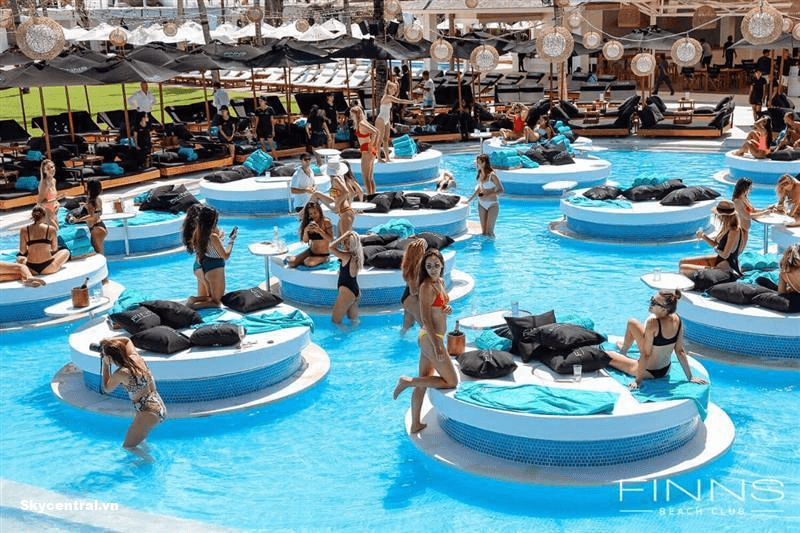 Bikini Beach mang đến nhiều trải nghiệm thú vị cho du khách
