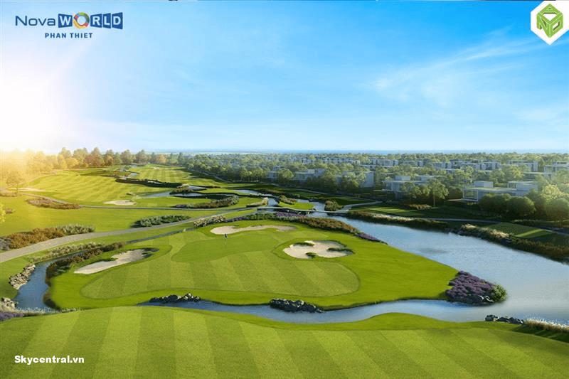 Sân golf rộng lớn
